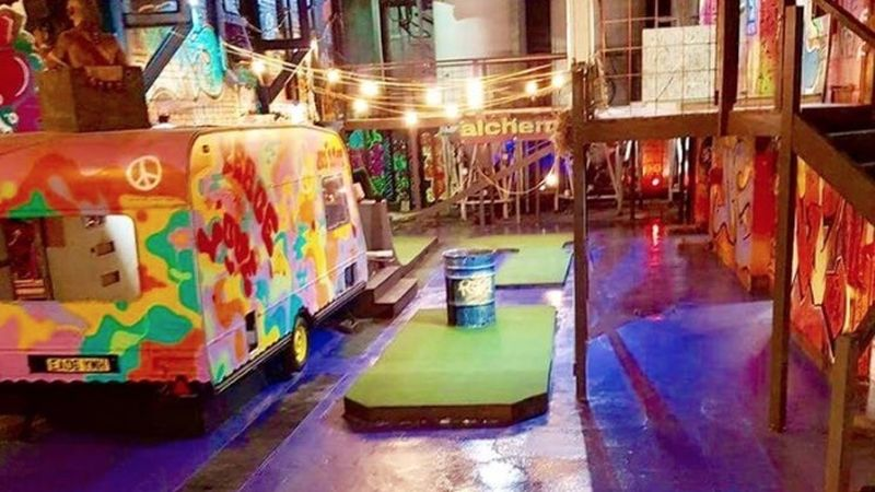2016 11 Crazy Golf Liverpool4